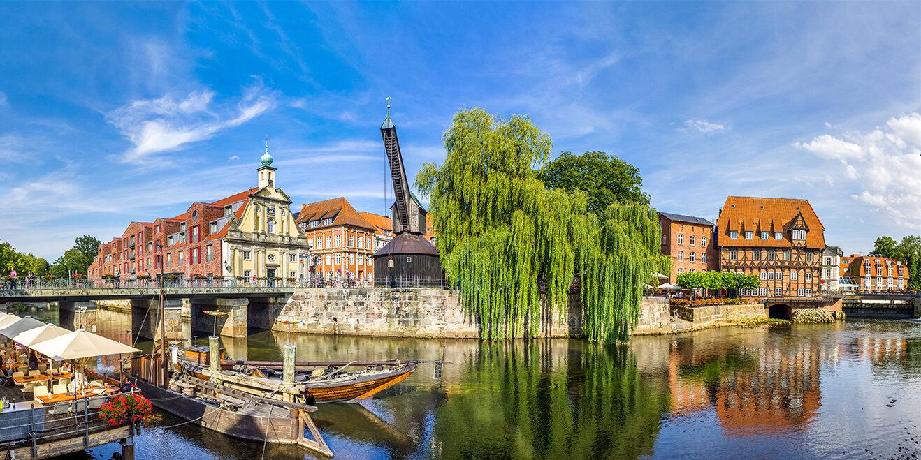 Kran am Hafen von Lüneburg in der Lüneburger Heide