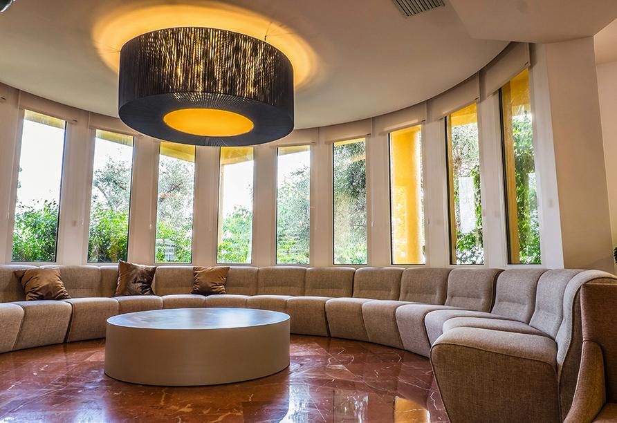Die Lobby im Hotel Spa Sagitario Playa lädt zum Verweilen ein.