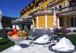 Grand Hotel Astoria, Terrasse mit eingedeckten Tischen