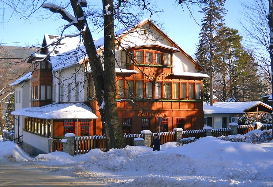 Hotel Swieradow in Bad Flinsberg, Niederschlesien, Polen, Außenansicht im Winter