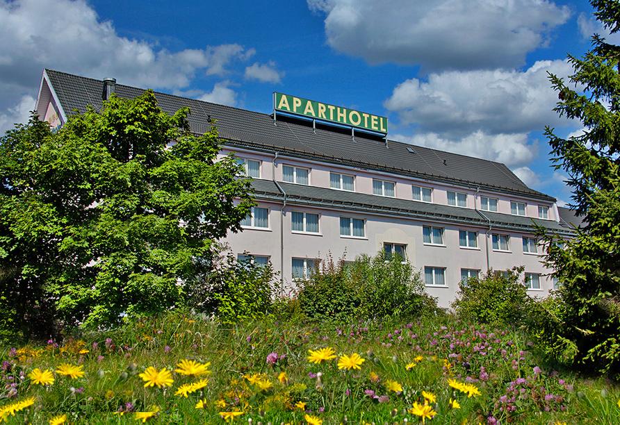 Aparthotel Oberhof, Thüringer Wald, Außenansicht im Sommer