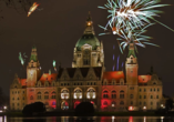 Grand Palace Hotel Hannover, Niedersachsen, Feuerwerk am Rathaus