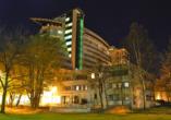 Kurhotel Etna in Kolberg Ostsee Polen, Aussenansicht bei Nacht