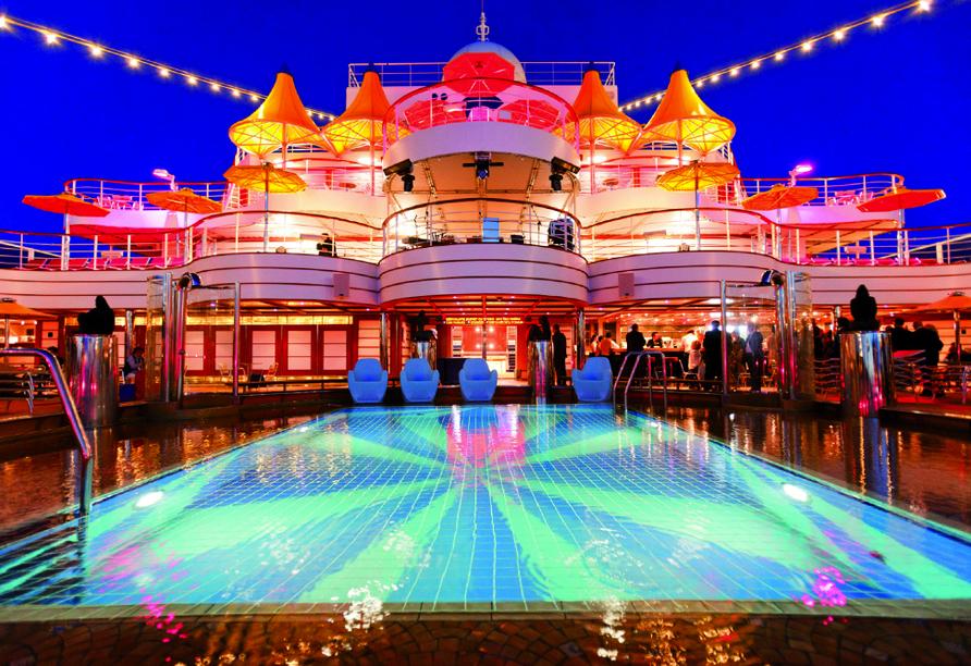 Costa Favolosa, Pool