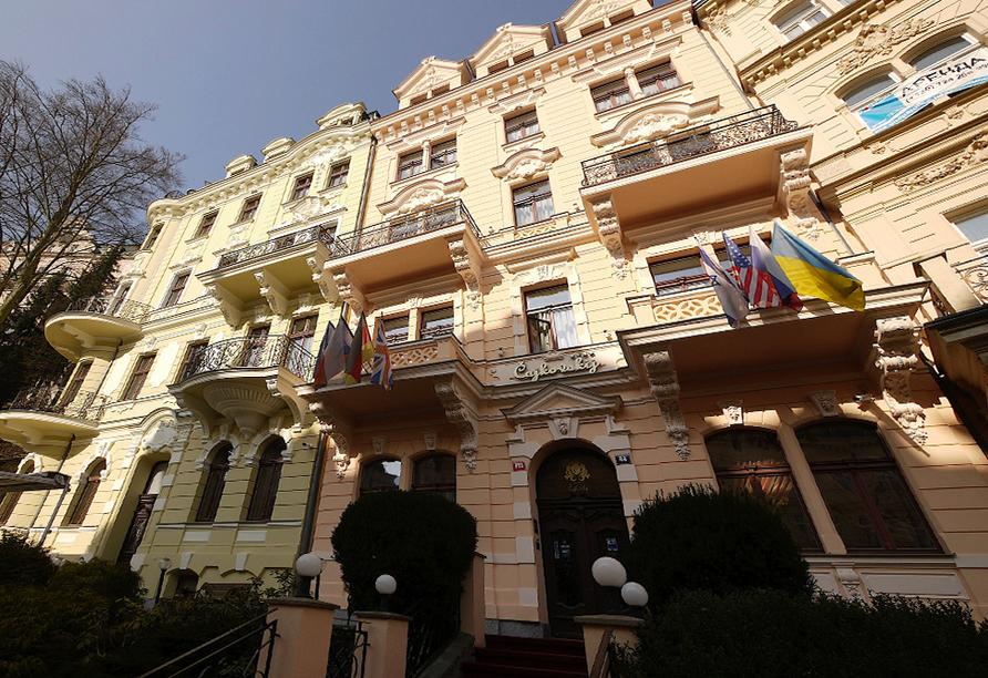 Spa Hotel Cajkovskij in Karlsbad, Hoteleingang