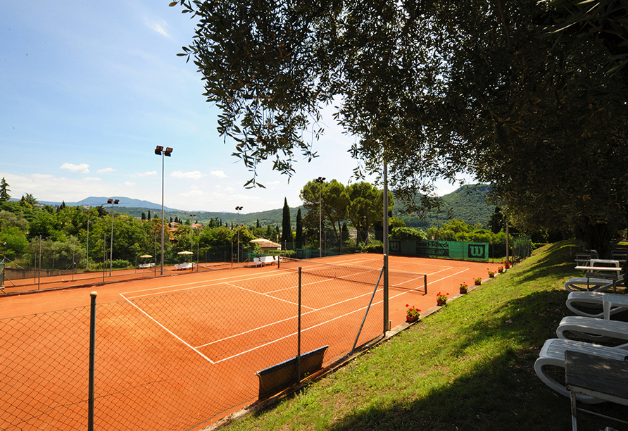 Sporthotel Olimpo in Garda am Gardasee Tennisplatz
