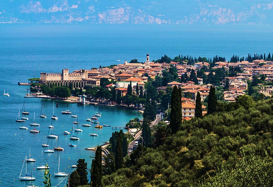 Hotel Internazionale in Torri del Benaco am Gardasee Luftaufnahme
