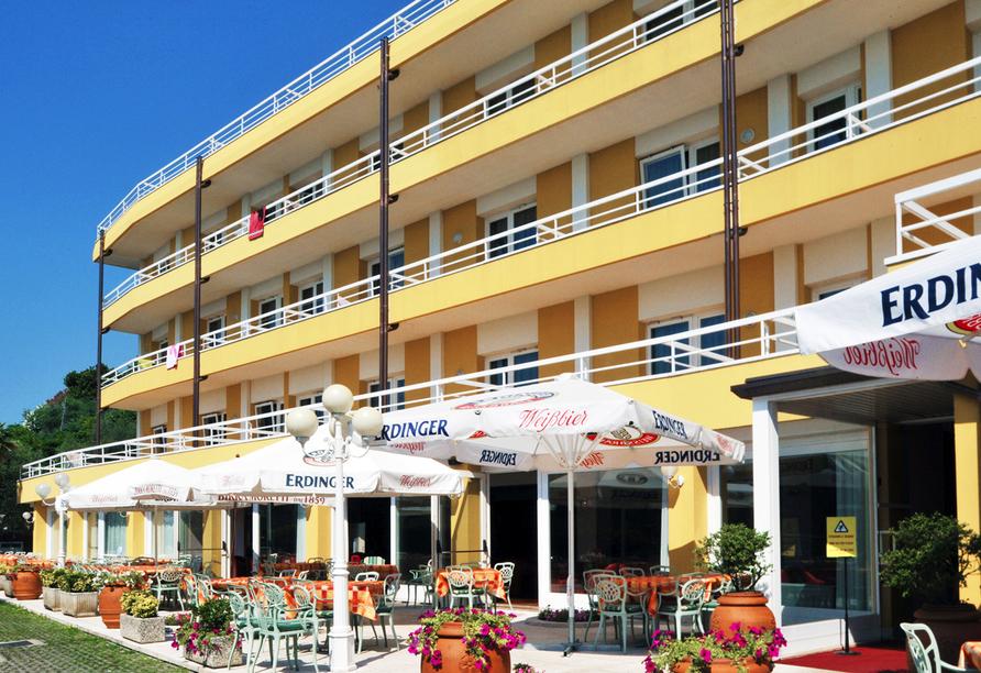 Hotel Internazionale in Torri del Benaco am Gardasee Außenansicht