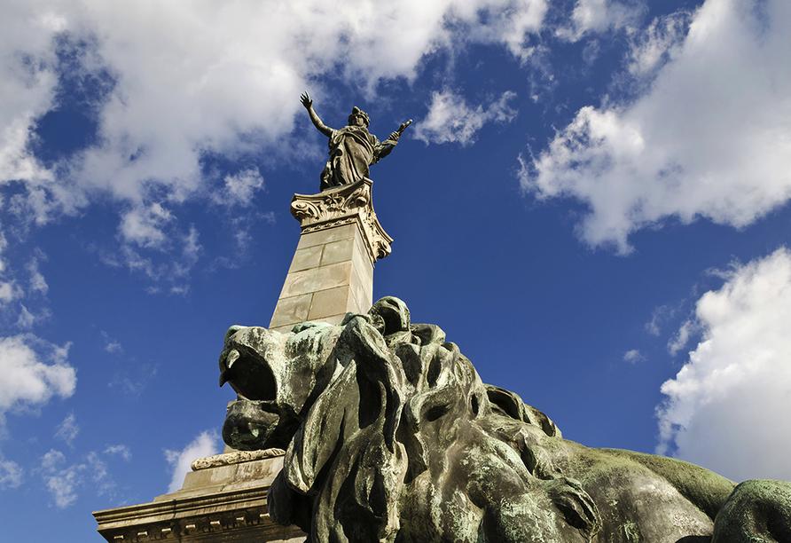 MS Ariana, Denkmal der Freiheit in Rousse