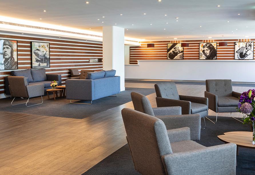 St. Giles Heathrow Hotel in London, Lobby