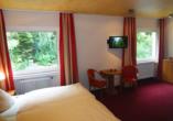 WohlfühlhotelWALDCAFÉ JÄGER  in Bad Driburg, Beispiel Doppelzimmer Waldblick