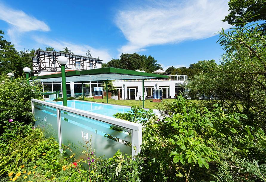 Best Western Plus Ostseehotel Waldschlösschen, Außenansicht mit Außenpool