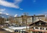 Mercure Hotel Garmisch-Partenkirchen in Bayern, Außenansicht Winter