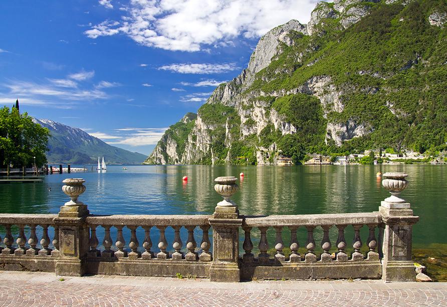 Parc Hotel in Peschiera, Promenade am Gardasee