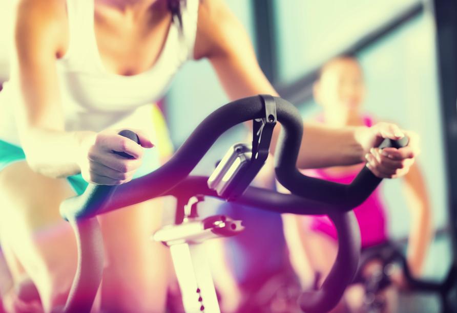 Powern Sie sich im Fitnessraum des aqualux Wellnesshotels aus.
