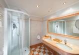 Alpenromantik-Hotel Wirler Hof in Galtür, Badezimmerbeispiel