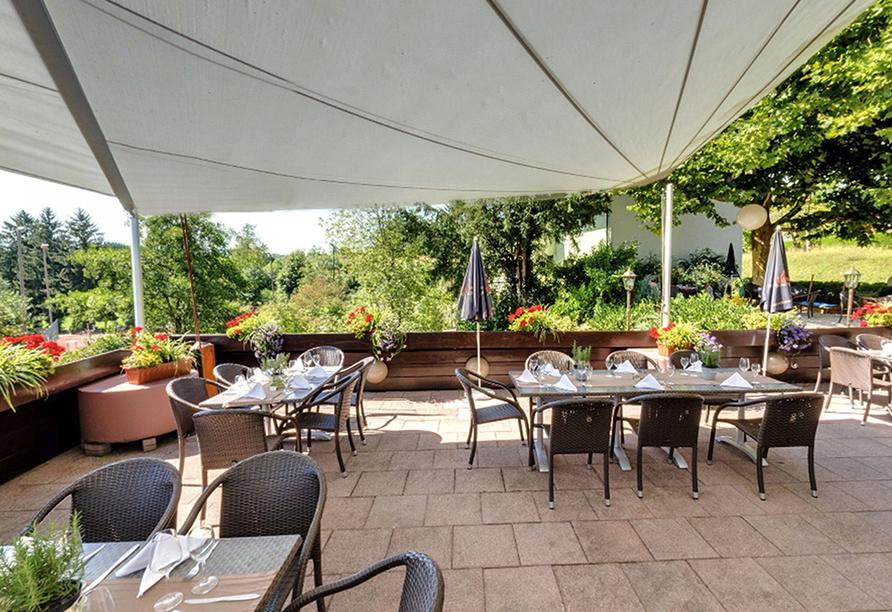 Hotel Erdmannshöhle in Hasel im Schwarzwald, Frühstück auf der Terrasse