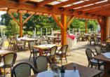 Verbringen Sie entspannte Stunden auf der Panoramaterrasse des Seebauer Hotels Gut Wildbad.