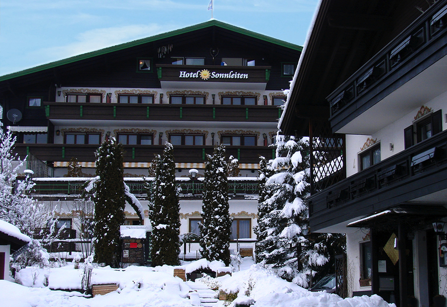 DEVA Hotel Sonnleiten in Reit im Winkl Chiemgau Bayern, Außenansicht im Winter