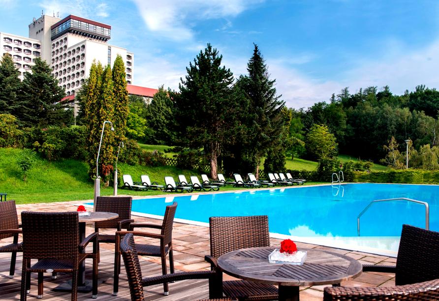 AHORN Berghotel Friedrichroda in Friedrichroda im Thüringer Wald  Außenpool mit Terrasse