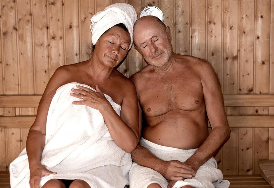 Parkhotel Am Glienberg, Paar in der Sauna