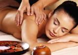Parkhotel Am Glienberg, Frau bei Massage