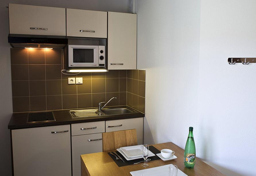 Zenitude Hôtel-Résidences Les Portes D'Alsace in Mutzig, Küchenzeile
