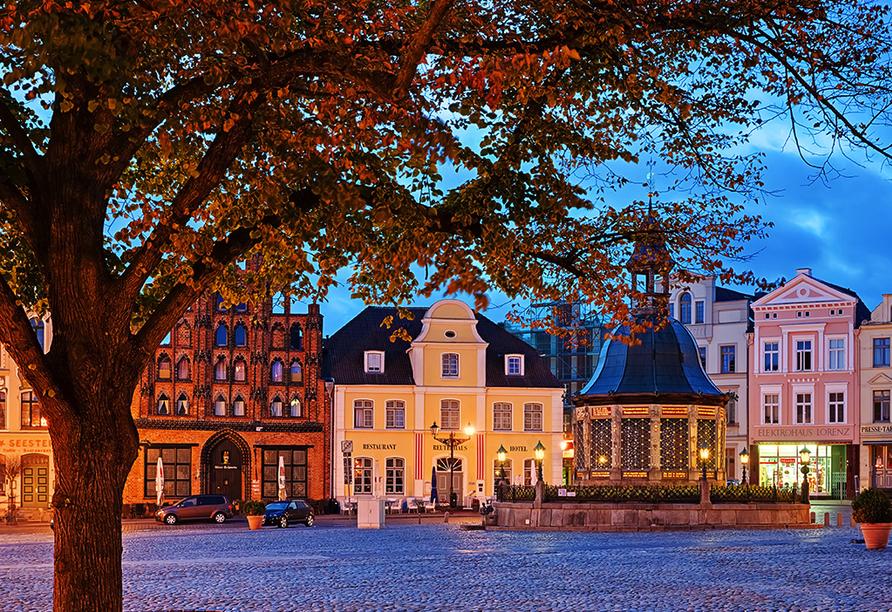 Alago Hotel am See in Cambs im Schweriner Seenland, Ausflugsziel Wismar