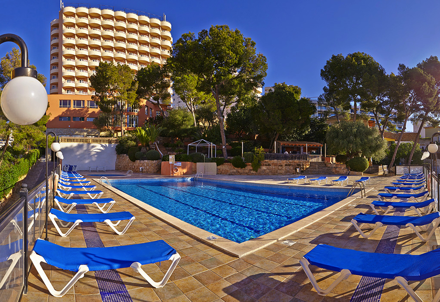 Frühling auf Mallorca, Außenpool im Hotel Blue Bay