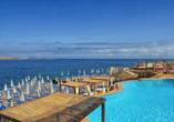 Genießen Sie die traumhafte Aussicht auf das Mittelmeer.