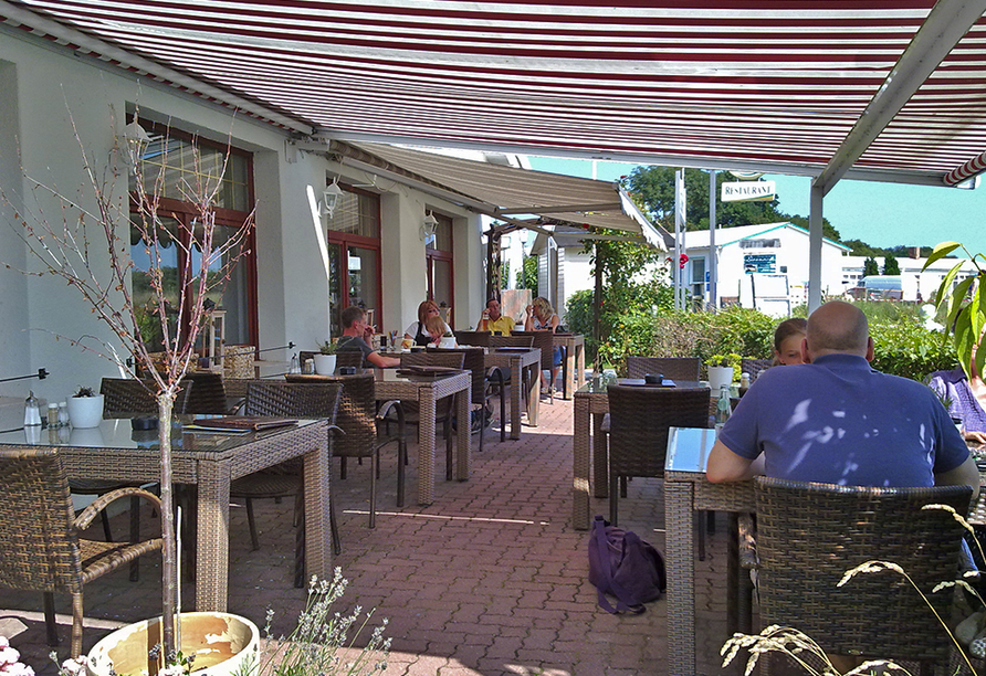 Strandhotel Lobbe in Lobbe auf Rügen, Terrasse