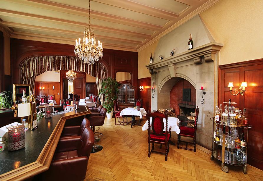 Schlosshotel Groß Plasten, Bar mit Kamin