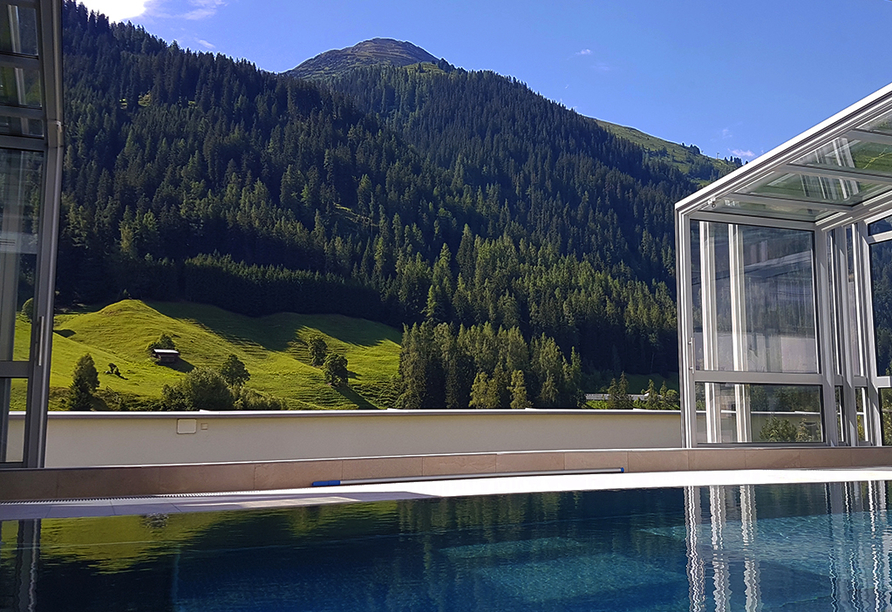 Hotel Nassereinerhof in St. Anton am Arlberg in Tirol, Hallenbad
