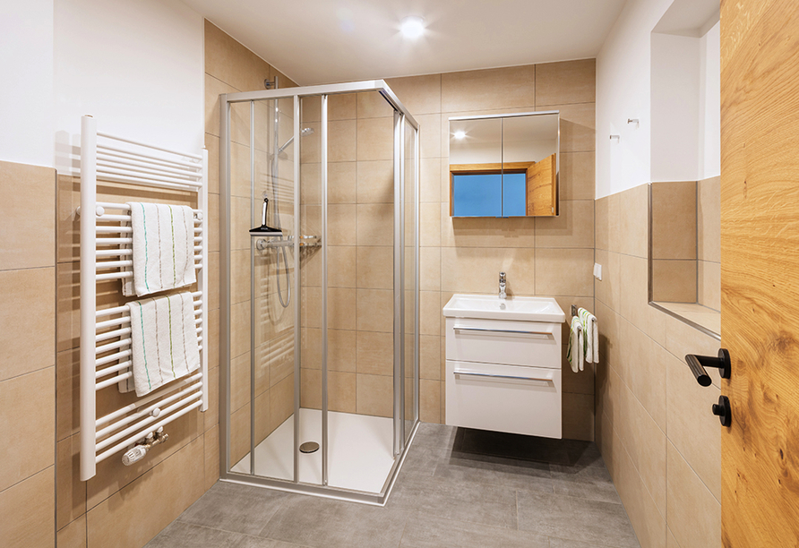 Hotel Enzian in Pertisau am Achensee, Badezimmerbeispiel