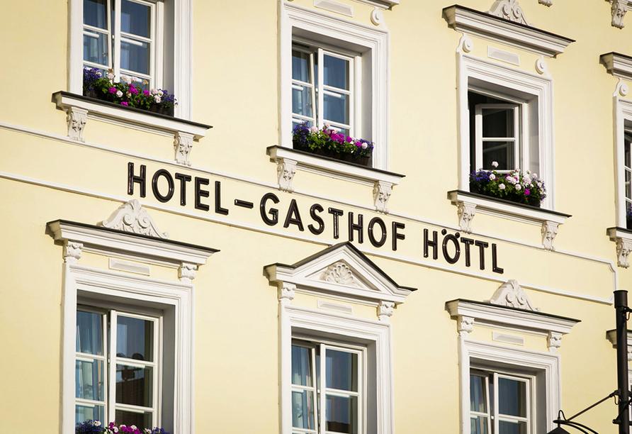 Hotel Höttl in Deggendorf im Donautal, Außenansicht