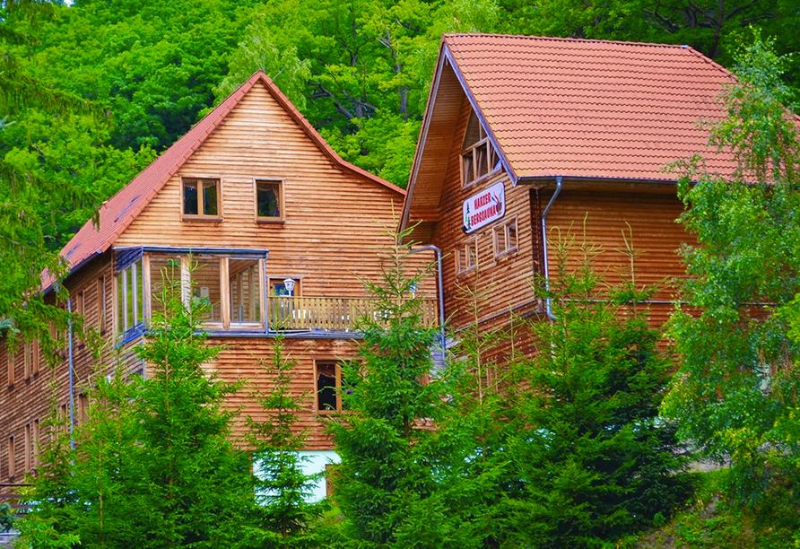 Waldhotel Altenbrak in Thale, Außenansicht im Sommer
