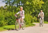 Hotel Seewisch, Paar bei Fahrradtour im Grünen