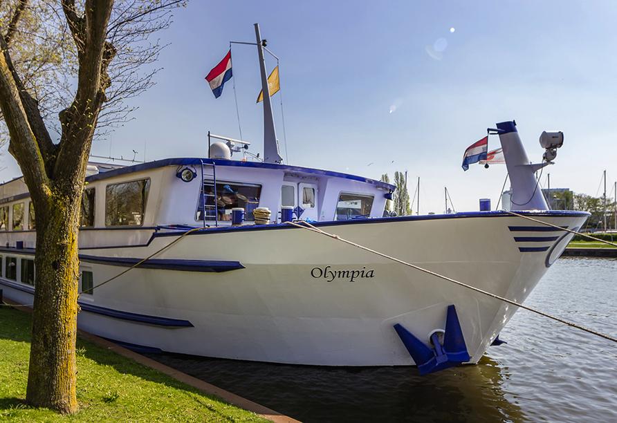 MS Olympia, Außenansicht