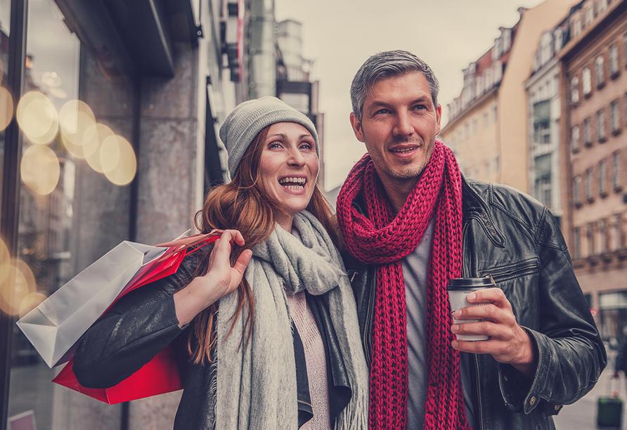 A-ROSA FLORA, Paar beim Shoppen