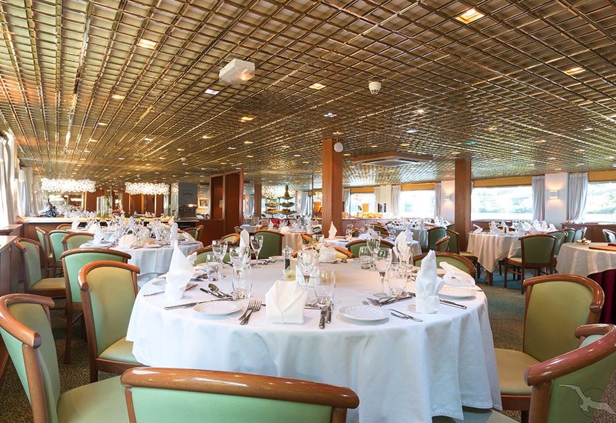 MS Magellan, Restaurant