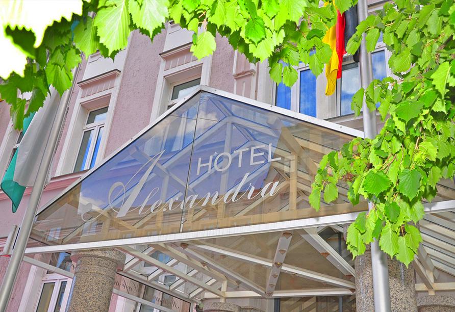Hotel Alexandra in Plauen, Außenansicht vom Eingang mit Logo