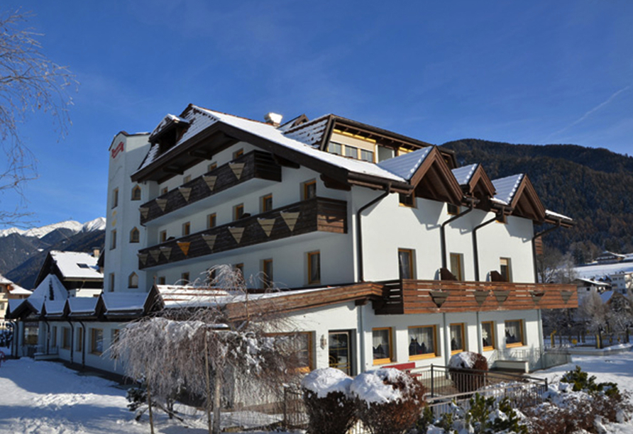 Hotel Koflerhof in Rasen, Außenansicht Winter