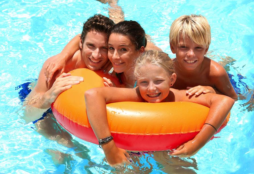 Parc Hotel Cristina in Limone sul Garda, Familie im Pool