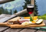 First Mountain Hotel Ötztal Längenfeld Tirol Österreich, Brotzeit