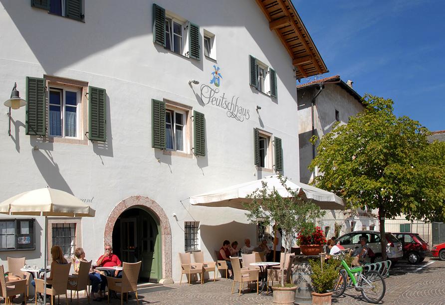 Hotel Teutschhaus in Kurtinig, Außenansicht