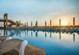 Hotel Seashells Resort At Suncrest, Außenpool