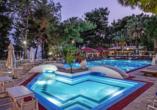 Entdeckerreise Chalkidiki, Außenpool Hotel Porfi Beach