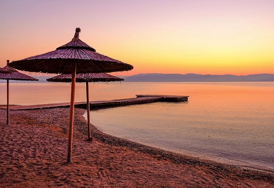 Der Strand von Moraitika lädt zum Entspannen ein.