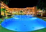Hotel Bahia Tropical in Almuñécar, Costa Tropical, Pool beleuchtet
