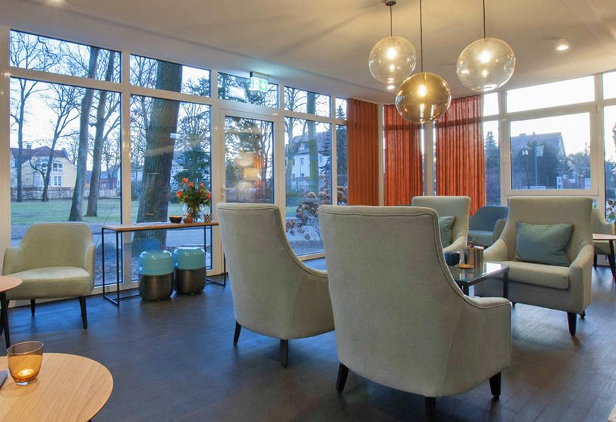 Ringhotel VITALHOTEL ambiente Bad Wilsnack in Brandenburg, Barbereich Blick nach draußen